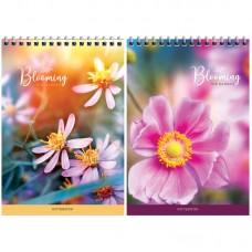 Блокнот А5 60л на гребне Цветы. Blooming the garden, твердая подложка